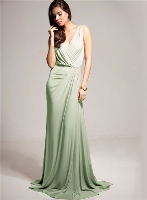 A gorgeous gown in a minted green.. love!