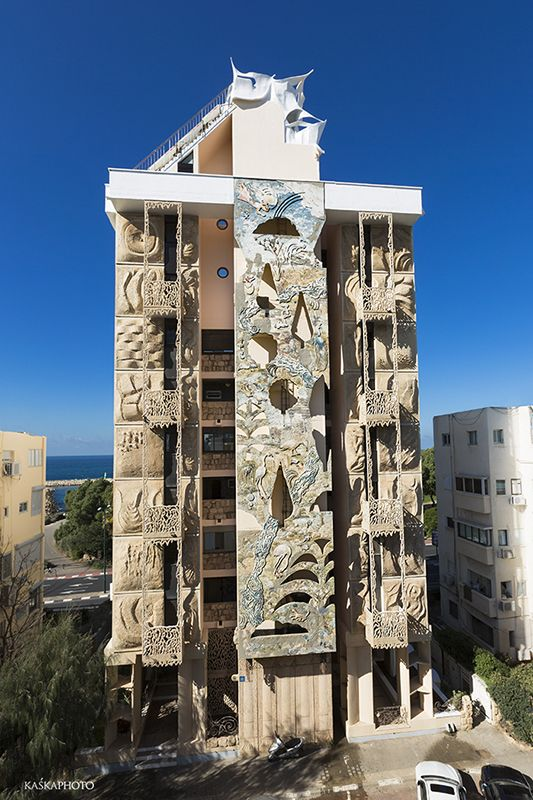 "The ""Crazy House"" in Tel Aviv at Hayarkon 181. Hand-painted eastern facade of the building by Shlomith Bollag. photo by Kaśka Sikora  #TelAviv #Hayarkon #realestate #luxuryrealestate #luxuryhomes #luxurylife #designer #decoration #luxuryapartments #art #artwork #Kaśka #Sikora"