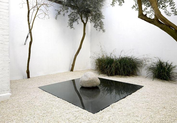 vjeranski: Installation view, Lee Ufan, Lisson Gallery