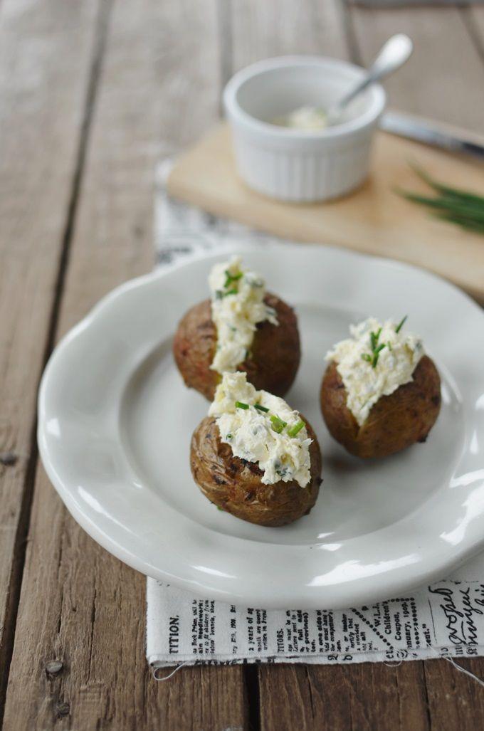 FoodLover: Grilované brambory ve slupce s pažitkovým dipem