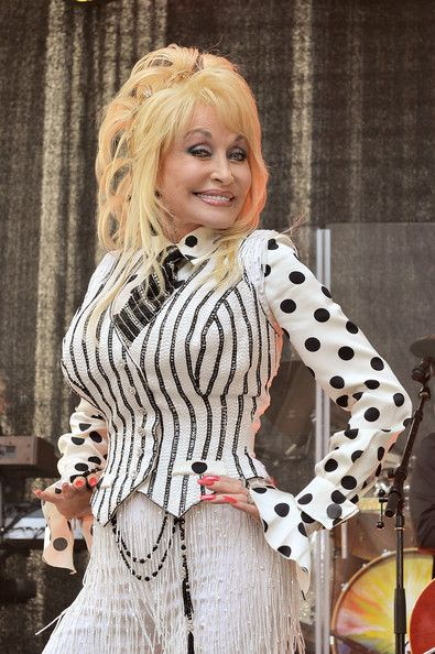 - Dolly Parton Promotes Her New Album