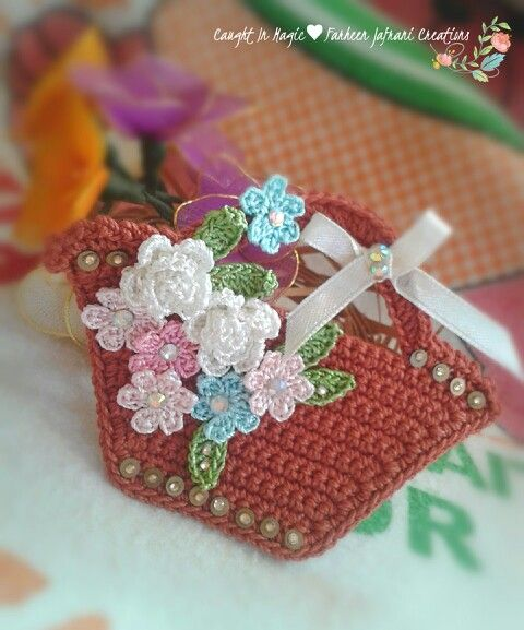 Mini basket of flowers fridge magnet ♥♥
