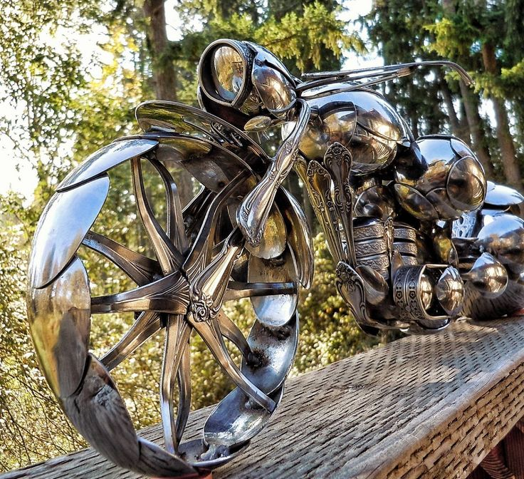 STRANGE ART AROUND THE WORLD - AMAZING MOTORCYCLE SCULPTURE MADE TOTALLY FROM SILVER SPOONS!