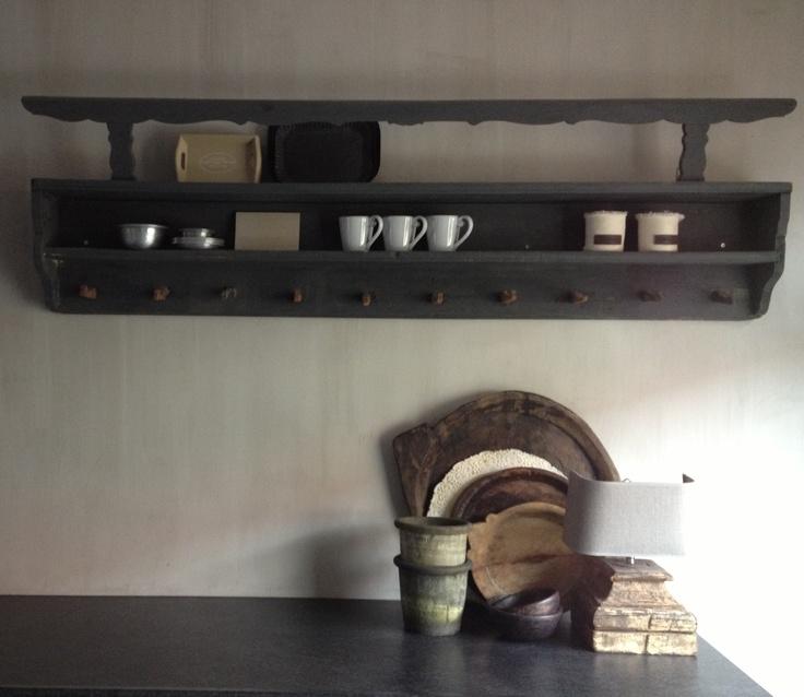 Oud keukenrek in hele mooie kleur grijs