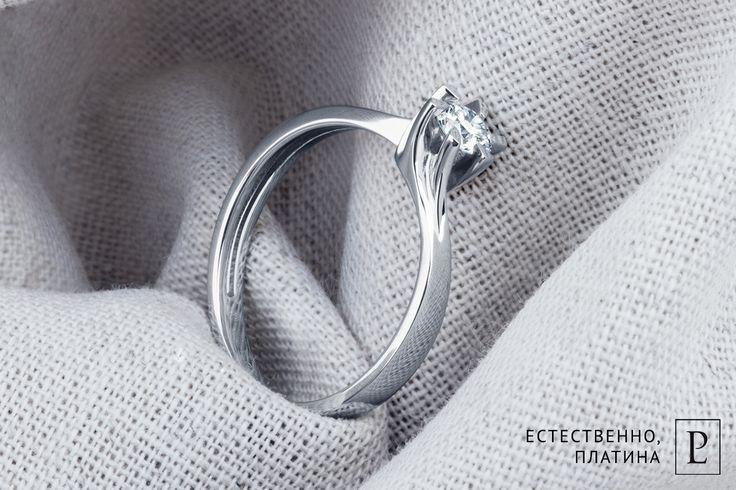 Хотите сделать ей предложение, как в кино? У Вас получится с этим классическим помолвочным кольцом из платины с крупным бриллиантом. Она не устоит! #PlatinumLab #кольцо #кольцоскамнем #помолвочноекольцо #колечко #ring #brilliant #ювелирные_украшения #jewelry #rings #бриллианты #бриллиантовоекольцо #ювелирныеизделия #женскоекольцо  #russiaphoto #подароклюбимой #помолвка #whitegold #stones  #diamonds #jewelryoftheday