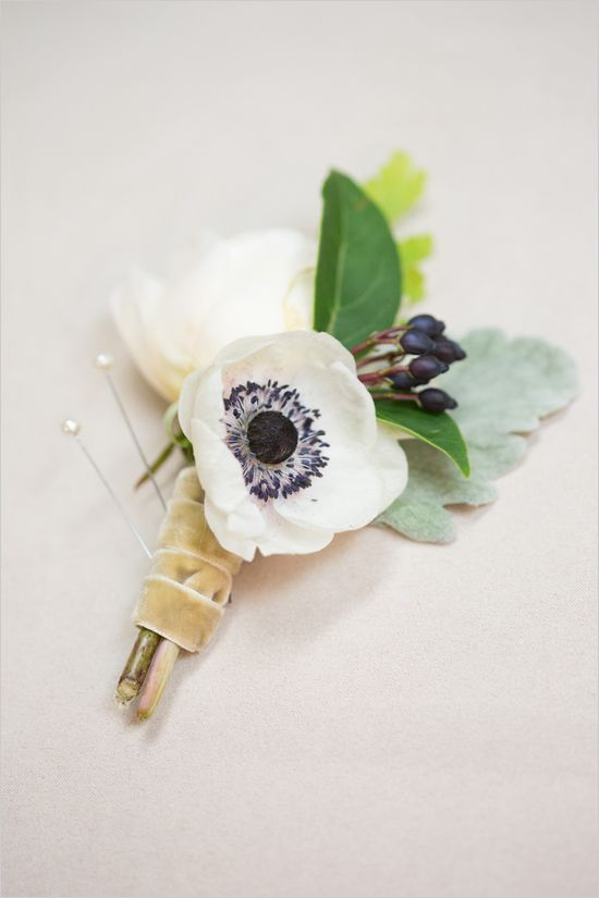 Anemone boutonniere @weddingchicks