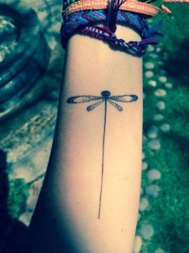 Delicatissimi tatuaggi con libellule: foto e significato