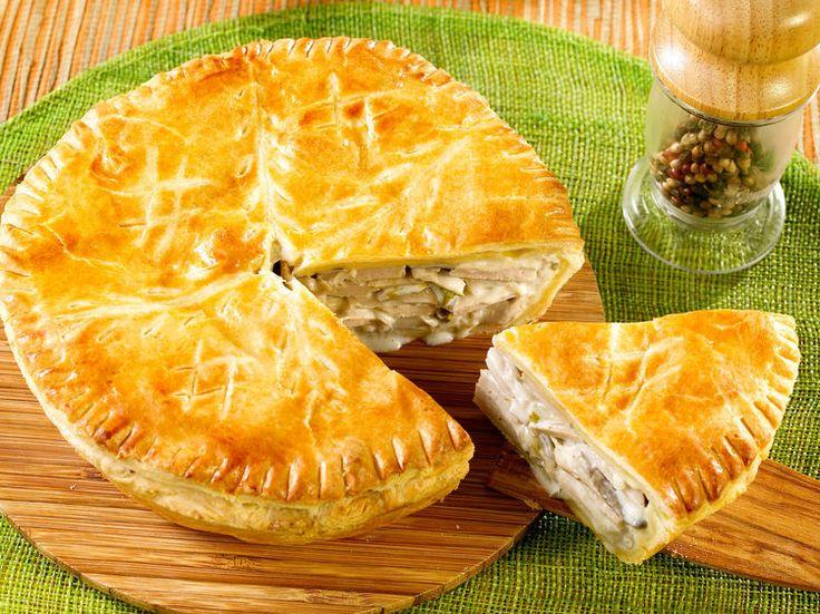 Découvrez la recette Tourte au poulet facile sur cuisineactuelle.fr.