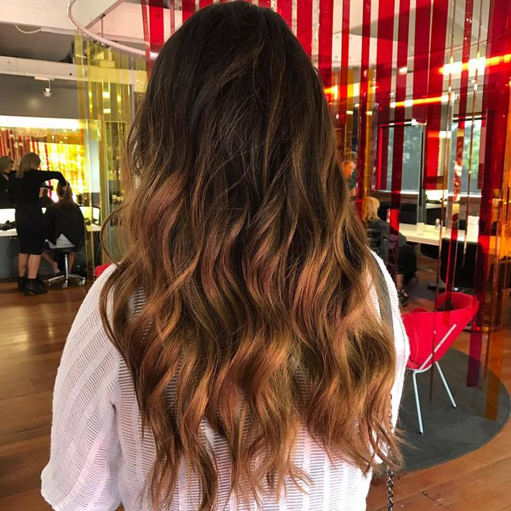Keen to try balayage hair? Elaine at Hue Ponsonby sure knows how to do it.