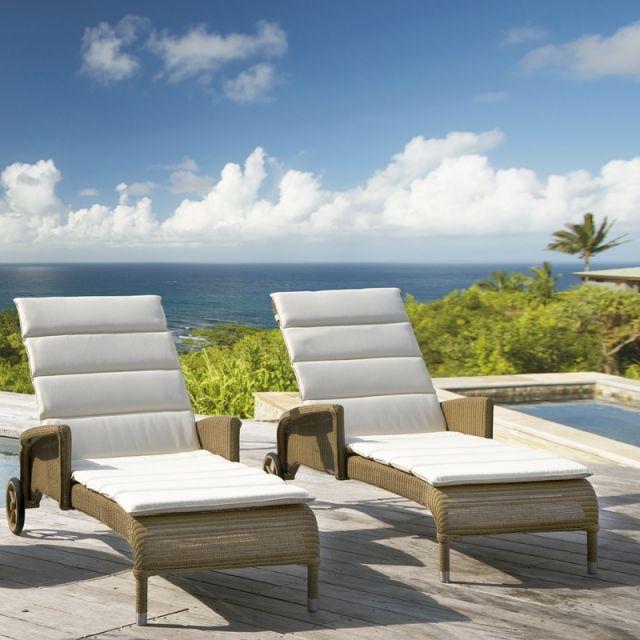1000 images about lits piscine chaises longues et transats on pinterest. Black Bedroom Furniture Sets. Home Design Ideas