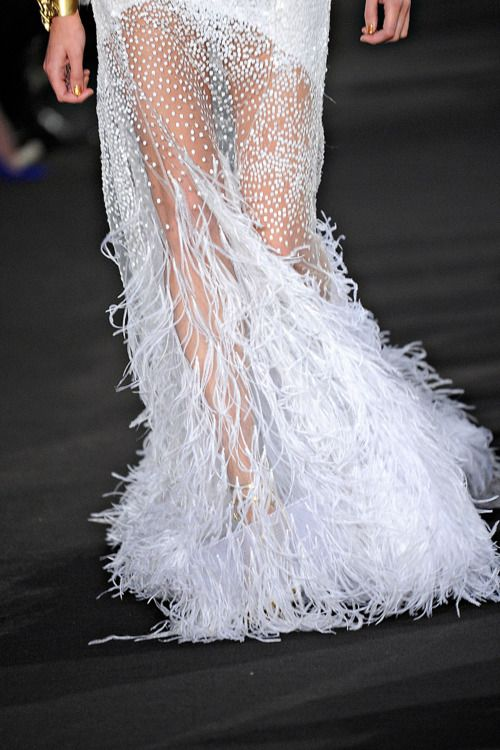 1000 images about feather fufu on pinterest white for Wedding dress with ostrich feathers