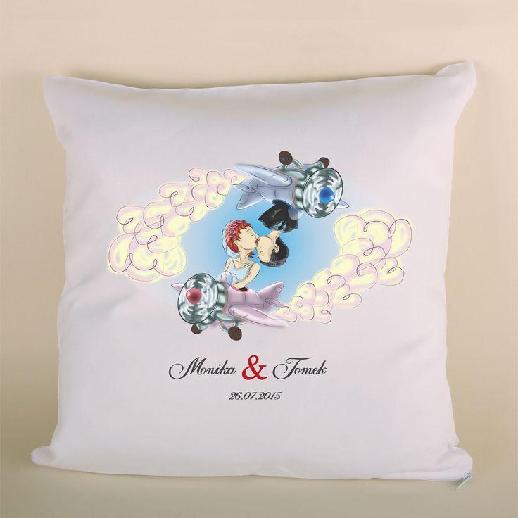 Poduszka ślubna para w samolotach to doskonały prezent dla bliskiej osoby.