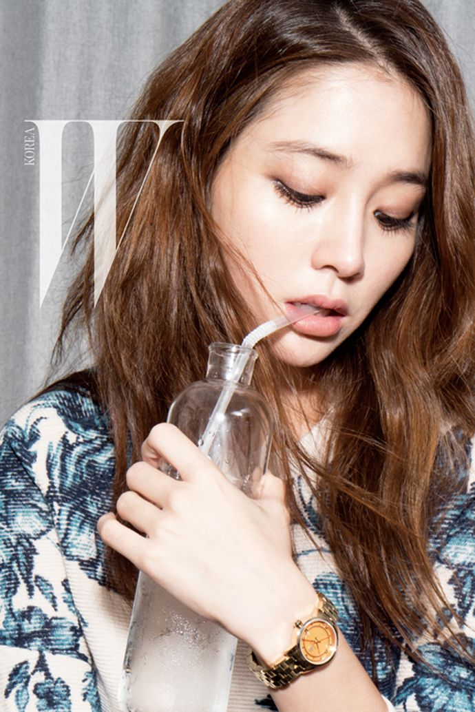 Lee Min Jung Keeps Track Of Time For W Korea's October 2014 Issue | Couch Kimchi