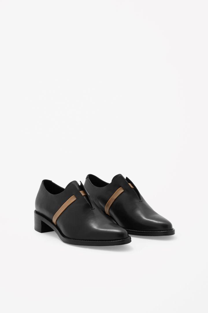 Rubber strap shoes