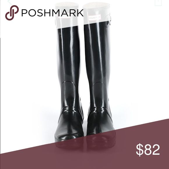 Hunter High-Gloss Boots EUC. Won't be able to mail until 11/17. Puppy-loving smoke-free home. Sorry-no trades. All offers will be considered but please be respectful of the brand and the condition :) 20% discount if you bundle two or more items!  🛍 Happy Shopping! 🛍 Hunter Boots Shoes Winter & Rain Boots