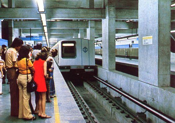 Interior da estação Jabaquara do Metrô na década de 1970. / GAROA HISTÓRICA - LINHA DO TEMPO
