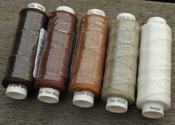 Cinco carretes de hilo de lino  natural y combinación de