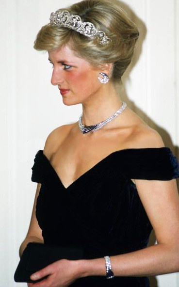 Princess Diana in Victor Edelstein. Official visit to Germany - Bonn, November 1987. Diana is wearing the Sultan of Oman suit jewelry and the Spencer tiara.