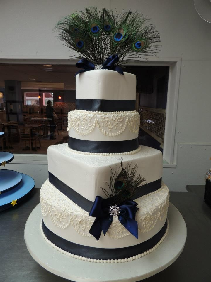 Love This Clic Lace Pipping And Pea Feather Accent Feathersbakery Cakessiwedding Cakescake Wedding