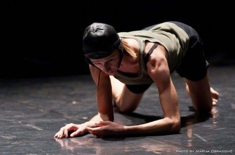 """Conversazione con la danzatrice e coreografa Simona Bertozzi, in partenza per il prestigioso Fringe Festival di Edimburgo. Dove presenterà ben quindici repliche del suo """"Bird's Eye View""""."""