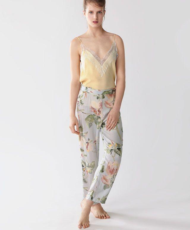 Komplet w magnolie na ramiączkach - Nowości - Modowe trendy SS 2017 dla kobiet na stronie Oysho: bielizna, odzież sportowa, motywy etniczne i cygańskie, buty, dodatki, akcesoria i stroje kąpielowe.