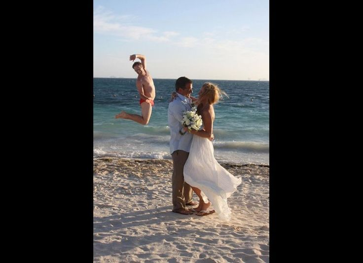 Wedding Photo Fail Is Actually A Win, Thanks To This Passerby