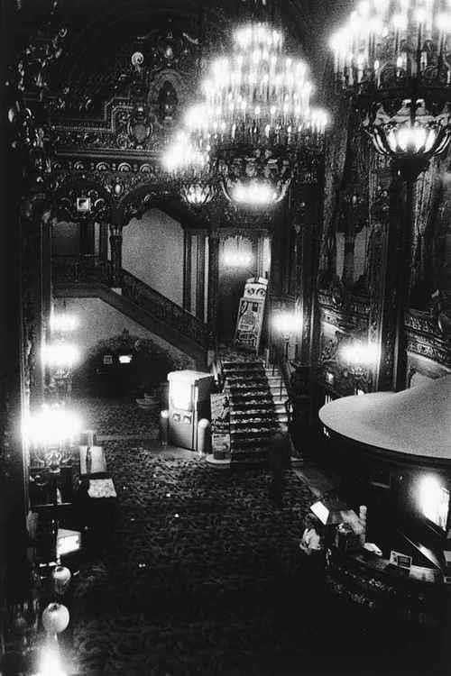 Diane Arbus - Movie Theater Lobby, 1958. S)