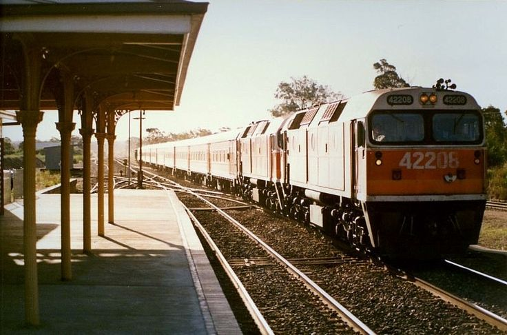 Marulan 42208-43312 on an up Sydney passenger. Most of the pointwork has now been removed. 6.45pm. 30/12/88
