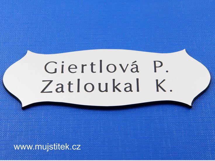 Jmenovka na dveře z plastu a oboustranná lepicí páska pro snadné uchycení na dveře ... http://www.mujstitek.cz/plastove-jmenovky/89-plastova-jmenovka-na-dvere-stribrna-typ-h.html