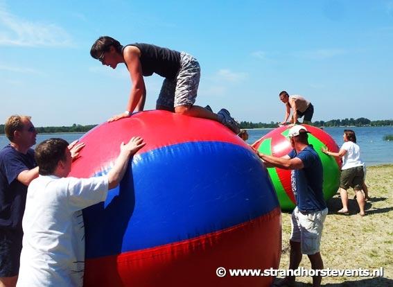 Beach estafette - leuk bij vrijgezellenfeest of bedrijfsuitje op het Harderwijkse strand!