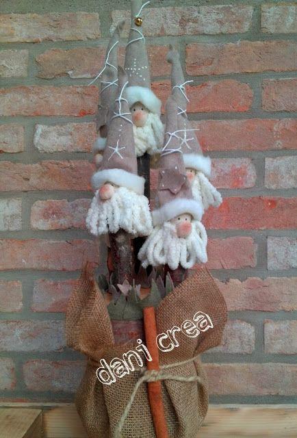 http://ilfilodimais.blogspot.it/2013/12/natale-ceppo-in-legno-con-babbi-natale.html
