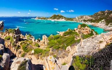 #Sardaigne , #Orosei.  Parc National du golfe d'Orosei et Gennargentu.   C'est un point de départ idéal pour des excursions vers les célèbres plages de Cala Luna, Cala Sisine, Cala Mariolu et les grottes uniques du «Bue Marino».  http://vp.etr.im/f79a