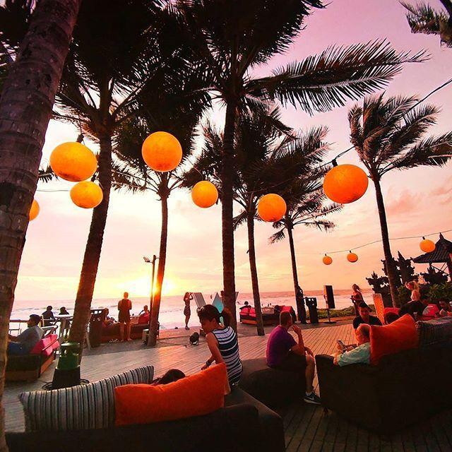 Отель W Bali - Seminyak | Семиньяк | Бали | Индонезия. Оцените фото от 1 до 10 Подпишись☑ на нас @beautiful.world.inst Ставь лайк❤ Включайте уведомление о новых публикациях . Пятизвездочный отель W Bali - Seminyak расположен недалеко от пляжа Семиньяк. К услугам гостей открытый бассейн, спа-центр с полным спектром услуг, бесплатные услуги парковщика и круглосуточная стойка регистрации. Отель W Bali - Seminyak находится в центре города Семиньяк, среди модных ресторанов  баров...