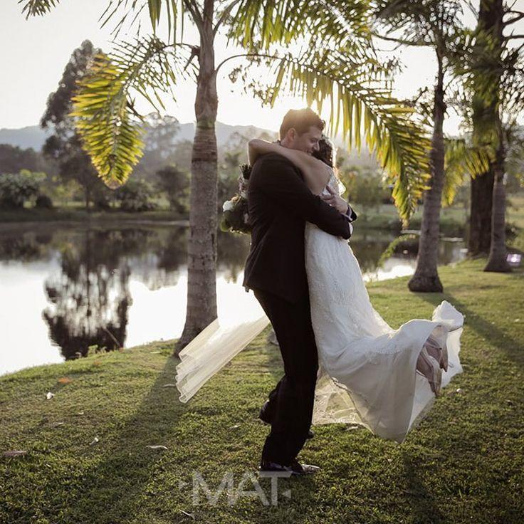 Materializo los sueños, creando emociones que se convierten en recuerdos indelebles. #ZonaE  Llama al 3106158616 / 3206750352 / 3106159806 y reserva desde ya, atendemos todos los días de la semana y fines de semana incluido festivos. www.zonae.com  #ZonaE #CasaBali #BodasAlAireLibre #BodasCampestres #weddingplaner #bodasmedellin #bodas #Eventos #boda #wedding #destinationwedding #bodascolombia #tuboda #Love #Bride Foto @matfotografia