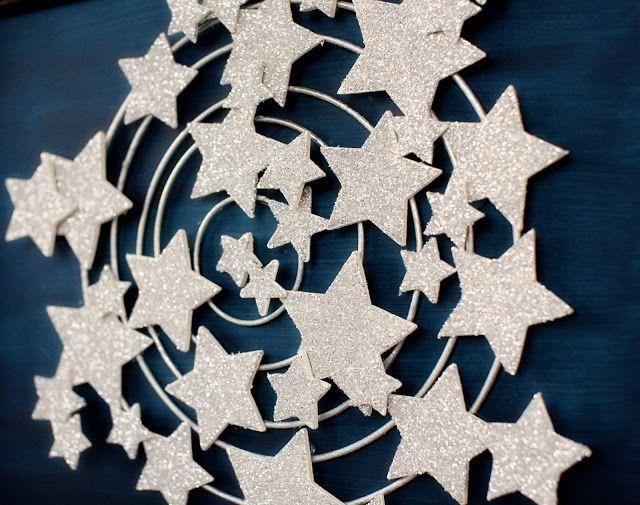 Aujourd'hui je vous propose de réaliser une jolie décoration pour votre porte! A l'approche des fêtes de fin d'année, j'aime tout ce qui brille et apporte un peu de magie au quotidien. Vous pourrez réaliser ce joli cadre aussi pour décorer votre intérieur of course!
