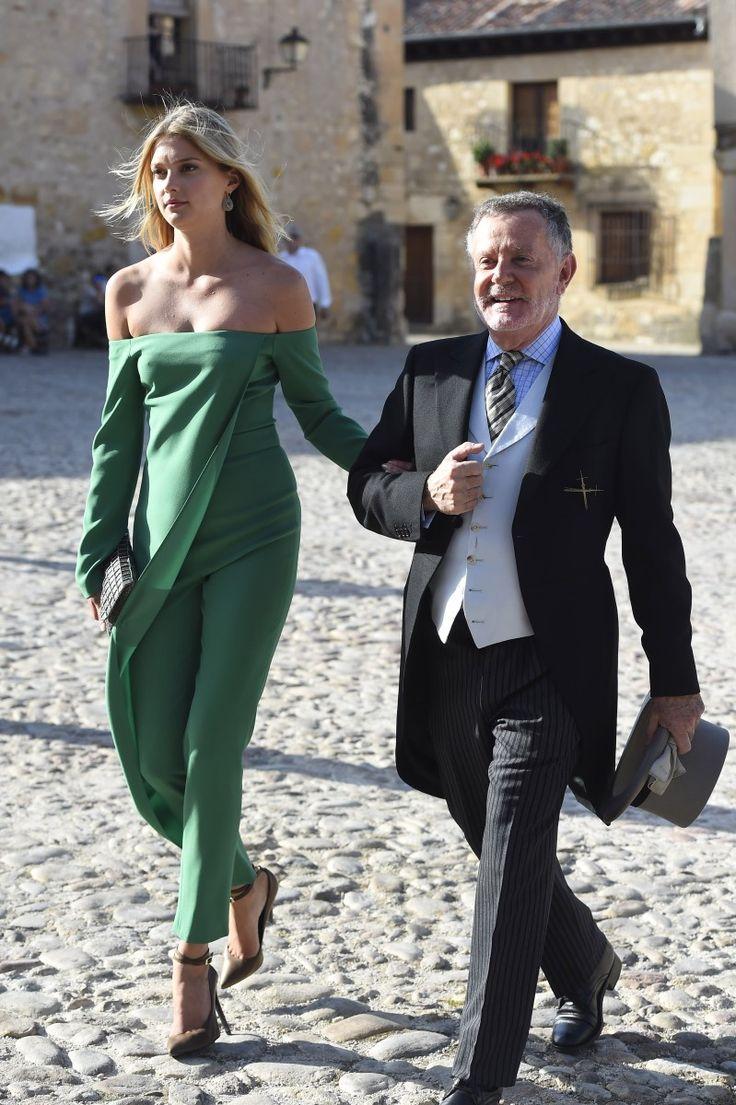 La modelo Sigrid Agren, novia de Carlos Torretta, llega a la boda del brazo del decorador Pascua Ortega - La boda de María Torretta - TELVA.com