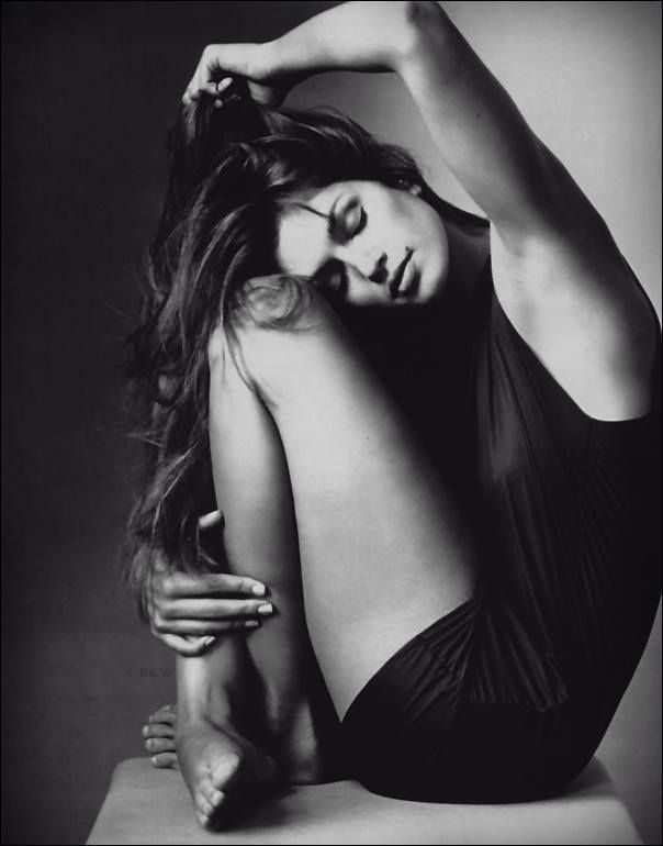 Cindy Crawford by Irving Penn September 1994. It takes a maestro like Penn to make a success of a scrunched up pose.