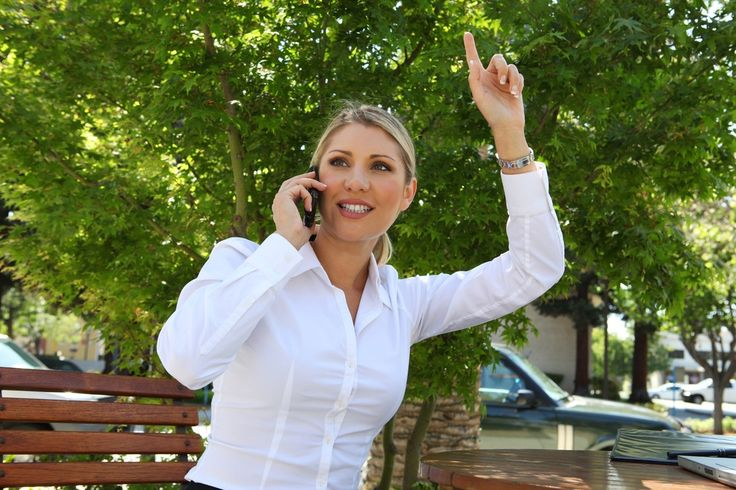 Meia Bandeira é um aplicativo para celular que permite a funcionários de uma mesma empresa compartilhar corridas de táxi. Há um mês no mercado, o programa foi criado pelo programador André Insardi juntamente com os sócios Natanael Silva, Moisés Correia e Eduardo Gomes.