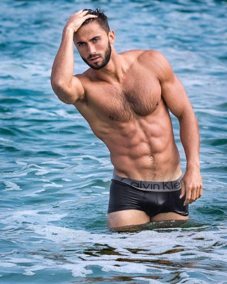 Порноактриса алина грек мужчина мускулистый вызывающей фильм музыка видео
