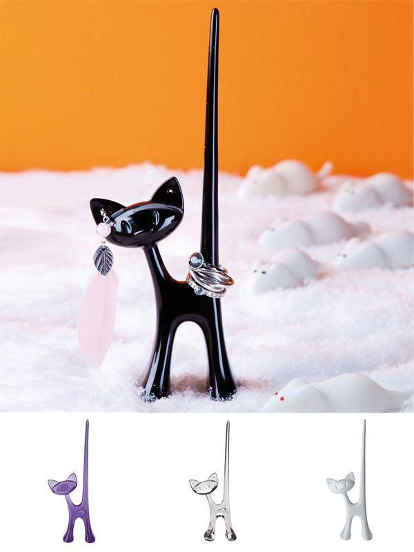 """""""MIAOU ring"""" el felino que siempre cuidará de tus accesorios, con su larga cola puede almacenar varios anillos y en sus orejas tu par de aros favorito. $7.900"""