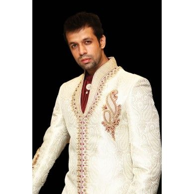 Off-white trendy short length sherwani with scarf & broach #Sherwanis #Ethnickurtas #weddingCollection