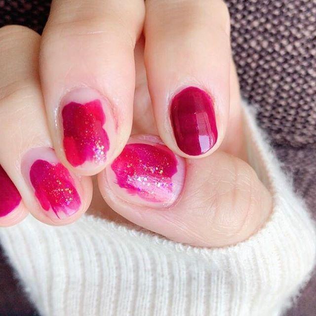 爪が折れました💔 ギリギリまで短くして、塗りかけネイルでごまかす…💅 * #nail #selfnail #bordeaux #red #ネイル #セルフネイル #セルフネイル部 #塗りかけネイル #ショートネイル #深爪ネイル