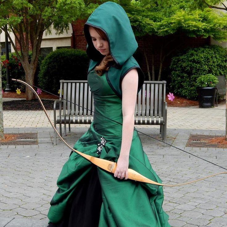 teenage-geek-girl-attends-prom-in-arrow-inspired-dress