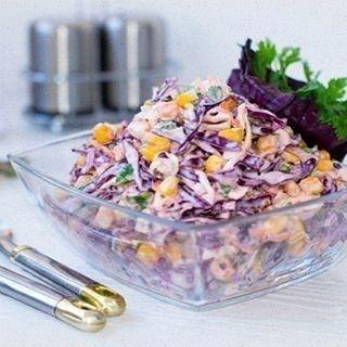 """307 отметок «Нравится», 1 комментариев — Кулинария (@pitaemsya.vkusno) в Instagram: «Салат """"Коулсло""""  Ингредиенты 1 маленький кочан капуста краснокочанная 1 маленький кочан капуста…»"""