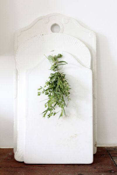 source:Vintage House  ~ love the little touch of fresh herbs