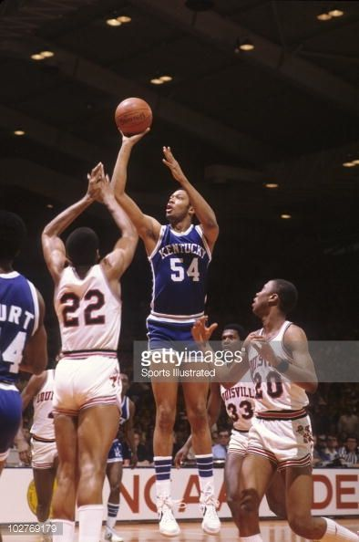 Fotografia de notícias : Kentucky Mel Turpin in action, shooting vs...