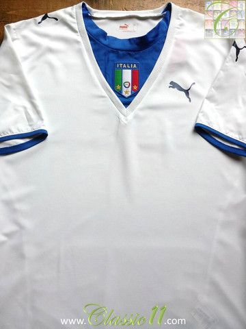 Relive Italy's 2006/2007 season with this vintage Puma away football shirt.