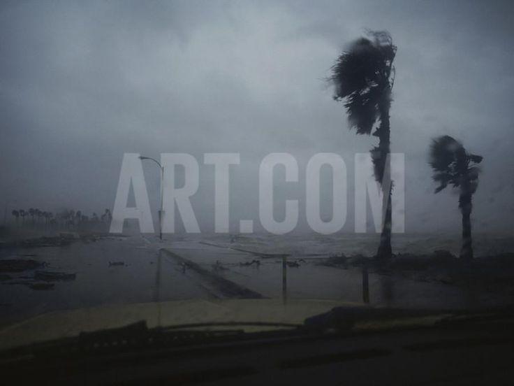 http://imgc.artprintimages.com/img/print/print/annie-griffiths-belt-view-from-a-vehicle-of-hurricane-allen-striking-corpus-christi_a-l-3573642-4991135.jpg?w=550&h=550