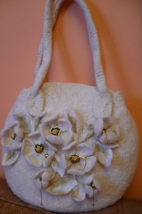 Felted bags, made in russia http://www.liveinternet.ru/users/beloshvejka_helen/post206788907