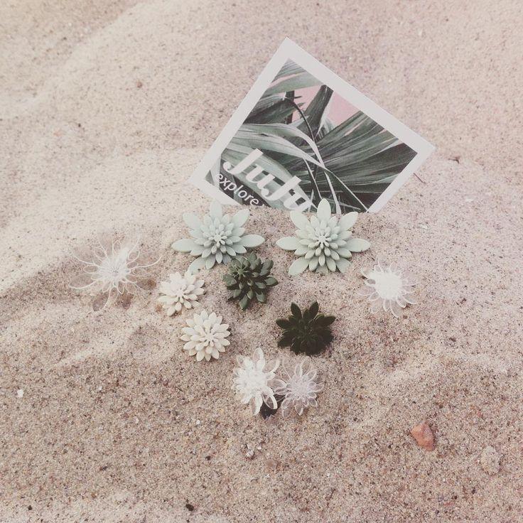 We are still #dreaming of hot #summer #weather  #mint #green #transperant #beige #botanical #flowers #earrings #ring #københavn #copenhagen #copenhagendesign #design #jewelry #plexiglass #packshot #istedgade 83  #skabt #danishdesign